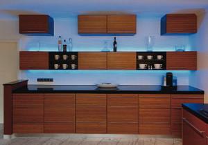 LED pásky jsou k vidění často v kuchyních