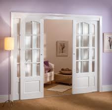 Posuvné dveře seženete v celé paletě designových provedení /