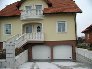 Garážová vrata jsou k dispozici v mnohých variacích /