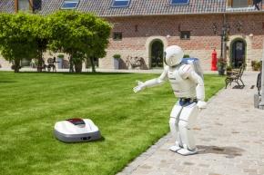 Trávník bude díky robotické sekačce vždy posečený /