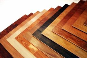 Dřevo vs laminát