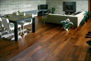 Dřevěné podlahy se hodí do každých interiérových prostorů /