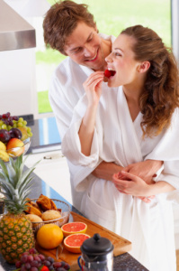 couple-in-kitchen
