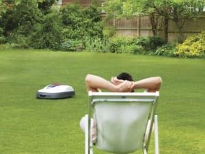 S robotickou sekačkou si na zahradě odpočinete /
